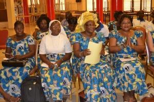 Un gruppo di donne di OCADES Caritas Burkina