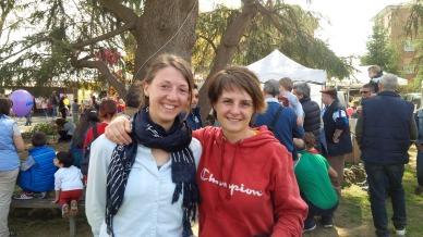 Stefania, a destra, con la collega Carla, a sinistra