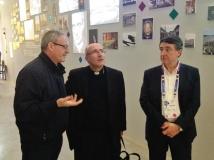 Il cardinale Daniel Fernando Sturla Berhouet tra monsignor Pasquale Iacobone e Luciano Gualzetti