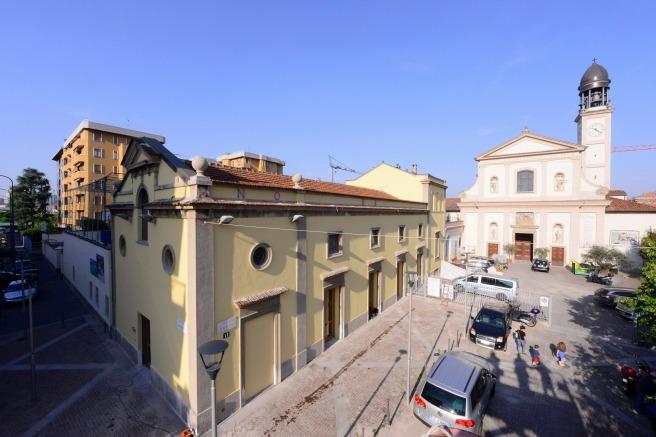 Il Refettorio Ambrosiano all'esterno. Vista da piazza Greco