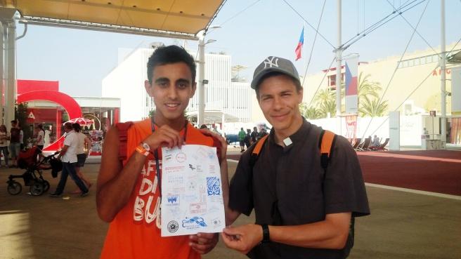 Amin, animatore, e don Davide Mobiglia, con il passaporto vistato