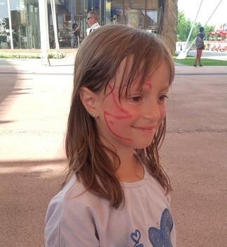 Monica, con la farfalla disegnata dopo la visita