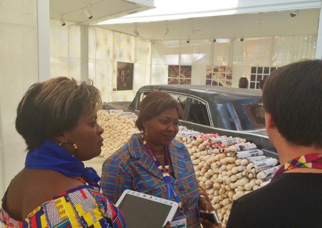Annie Nga Ngo Epe Ndi Omgba e Anastasie Gisèle Ngono, rappresentanti del governo del Camerun in visita all'Edicola Caritas